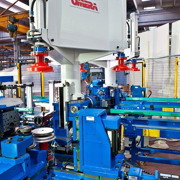 6.-Omera-kantbearbetningsmaskin-med-trearmad-laddningsutrustning-prev